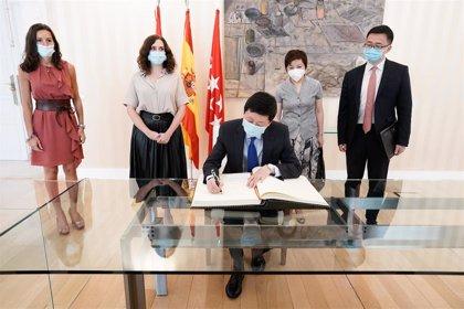 Ayuso se reúne con el embajador de China para reforzar la colaboración contra el Covid ante posibles rebrotes
