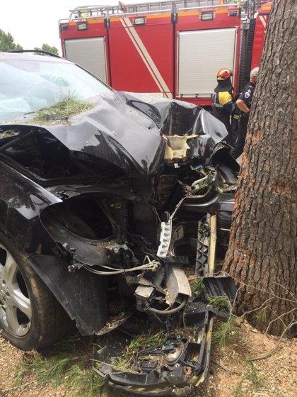 Dos ocupantes de un vehículo resultan heridos tras colisionar contra un árbol en Ciudad Real