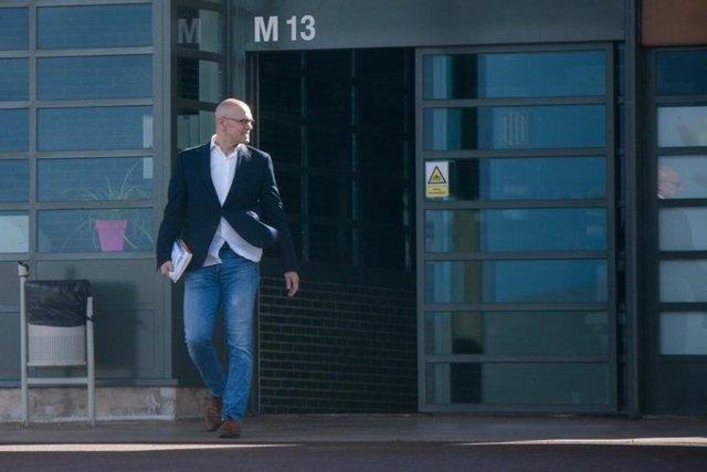 L'exconseller Raül Romeva surt de presó en aplicació de l'article 100.2 per anar a treballar.