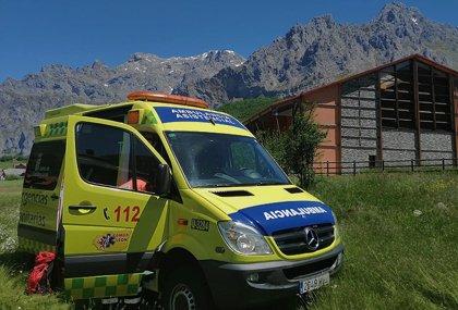Herido el conductor de una motocicleta en un accidente con un tractor en Rioscuro (León)