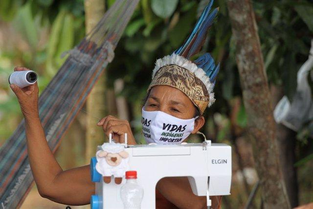 AMP.- Coronavirus.-Bolsonaro promulga una ley de protección a los pueblos indíge