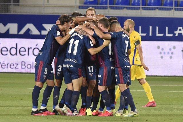 Fútbol/Segunda.- (Crónica) El Huesca se repone en casa para seguir en puestos de