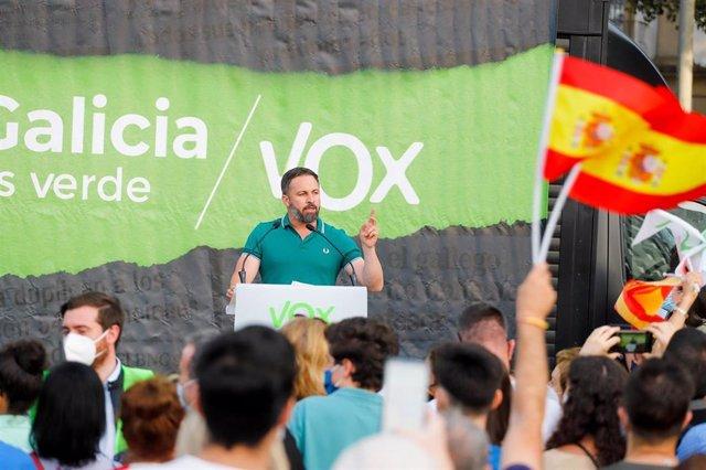 El presidente de Vox, Santiago Abascal, durante un acto electoral de Vox en Vigo (Pontevedra), a 8 de julio de 2020