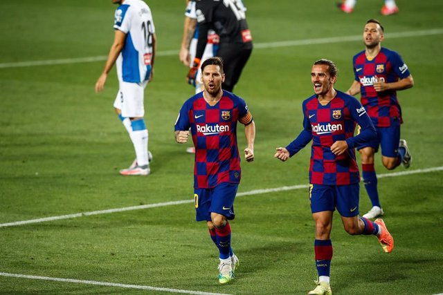 BARCELONA, SPAIN - JULY 08: 10 Leo Messi of FC Barcelona and 17 Antoine Griezmann of FC Barcelona celebrating a goal during the Spanish League, La Liga, football match played between FC Barcelona and RCD Espanyol at Camp Nou stadium on July 08, 2020