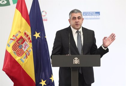 El secretario general de la Organización Mundial de Turismo visita el Parlamento de Canarias