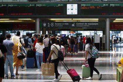Alertan del riesgo de contagio por falta de frecuencia en la limpieza en transportes aéreos y terrestres