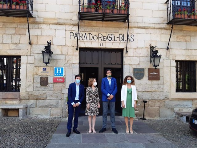 Visita al parador Gil Blas de la delegada del Gobierno y el presidente de Paradores