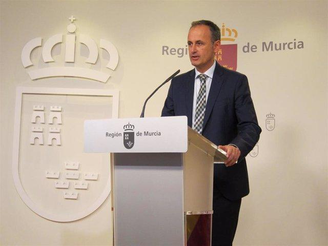 El consejero de Presidencia y Hacienda, Javier Celdrán, tras la rueda de prensa del Consejo de Gobierno