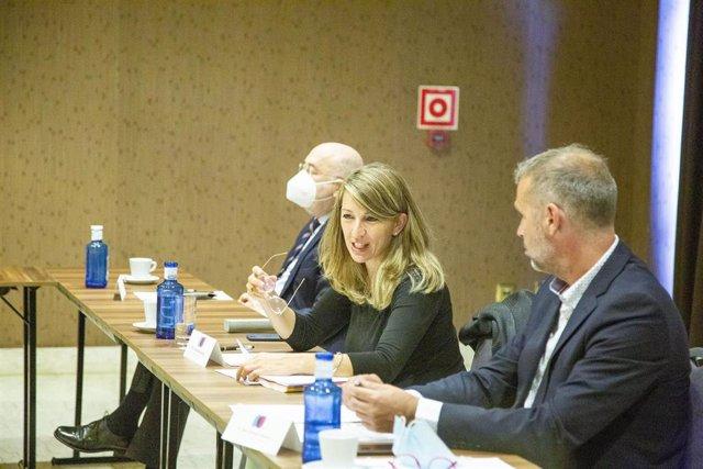 La ministra de Trabajo y Economía Social, Yolanda Díaz, en una reunión con el Foro pola Economía Social Galega.