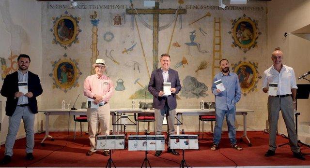 Sevilla.-Espadas entrega al escritor Juan Marqués el X Premio Iberoamericano de