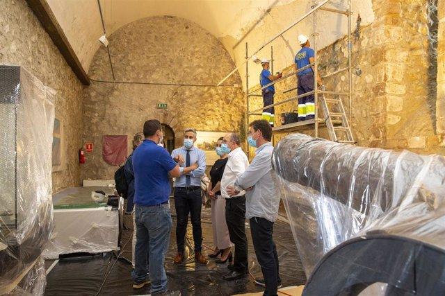 El vicepresidente regional, Pablo Zuloaga, visita el Castillo del Rey en San Vicente de la Barquera