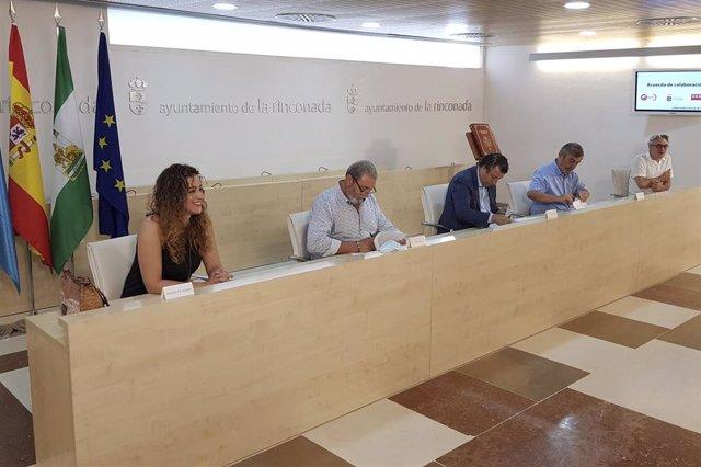 El Ayuntamiento de La Rinconada (Sevilla) renueva su acuerdo por el empleo con CCOO y UGT.