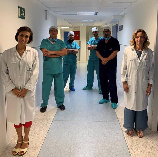 El equipo de la Unidad de Monitorización Remota, de izquierda a derecha: doctora Julia Eslava, doctor Miguel Ángel Gómez Vidal, enfermero José Carlos Dorado, doctor Carlos Bäzner, doctor Juan Manuel Fernández Gómez y la auxiliar de Enfermería Silvia Vera.