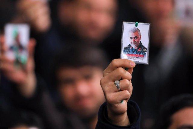 Concentración en la capital de Irán, Teherán, tras la muerte del jefe de la Fuerza Quds de la Guardia Revolucionaria, Qasem Soleimani, en un bombardeo de EEUU en Irak