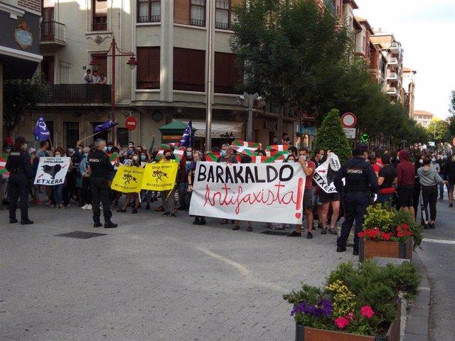 Antifascitas se concentran en Barakaldo con motivo de un mitis de Vox