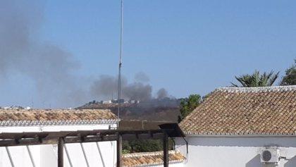 Estabilizado un incendio forestal declarado en un paraje de Aznalcóllar (Sevilla)