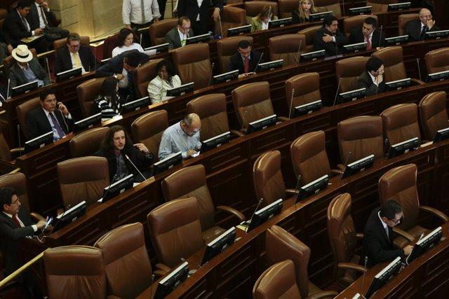 Colombia.- El Constitucional de Colombia obliga a los congresistas a volver de m