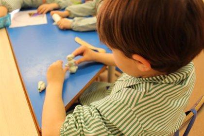 Pediatras recomiendan que las escuelas abran el próximo otoño tras constatar bajo índice de transmisión del COVID-19