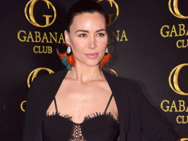 Vania Millán presume de belleza en una fiesta en la capital