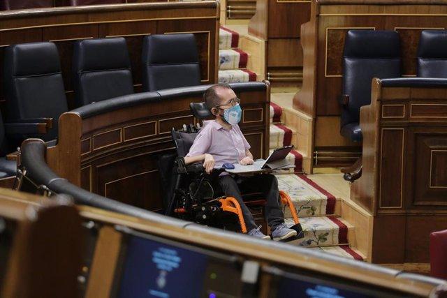 El portavoz de Unidas Podemos en el Congreso, Pablo Echenique, en el Congreso de los Diputados durante una sesión plenaria para debatir sobre el Decreto Ley 21/2020, o decreto de la 'nueva normalidad', que rige en España desde el término del estado de ala
