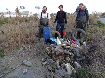 ANSE y Ecoembes estudian la problemática de los residuos en el río Segura y en la costa