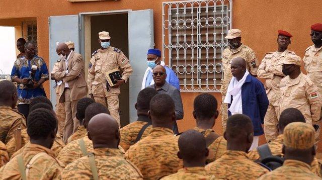 Burkina Faso.- Burkina Faso atribuye los abusos a terroristas disfrazados de mie