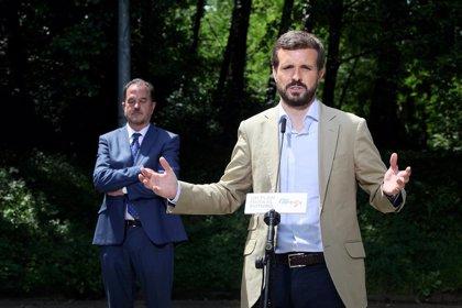 """Casado lamenta la derrota de Calviño y dice que """"el radicalismo y la inestabilidad"""" no gustan en Europa"""