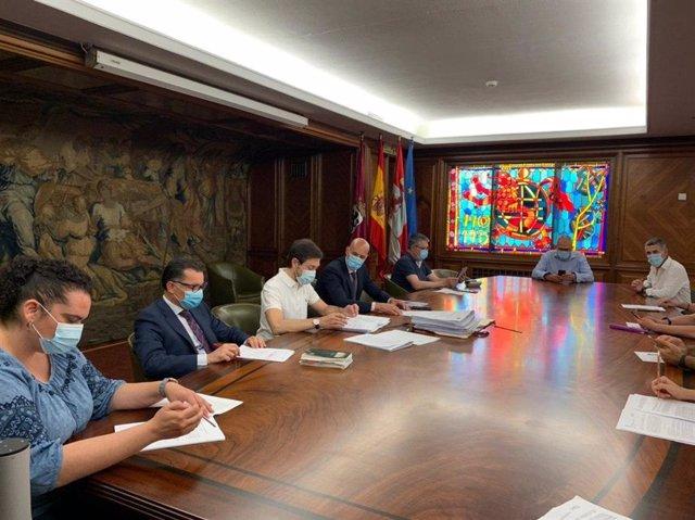 El alcalde de León, José Antonio Diez, preside la Junta de Gobierno Local desarrollada este viernes.