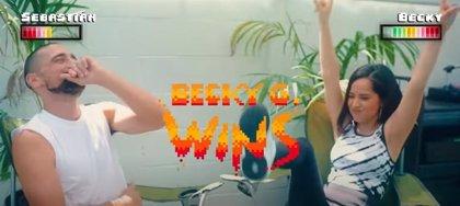 Becky G compite en todo tipo de retos contra su novio, el futbolista Sebastian Lletget