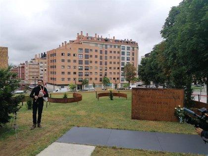 Asturias rinde homenaje a las víctimas de la COVID-19, a quienes cinco tejos recordarán para siempre