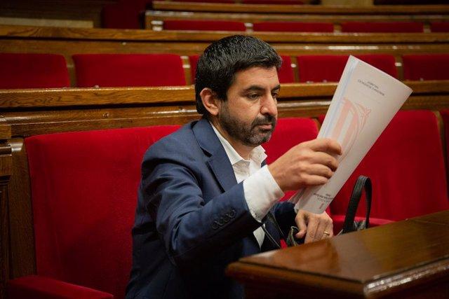 El conseller de Treball, Afers Socials i Famílies, Chakir el Homrani, en la sessió plenària en la qual es debat la gestió de les residències durant la pandèmia de la covid-19. Barcelona, Catalunya (Espanya), 7 de juliol del 2020.