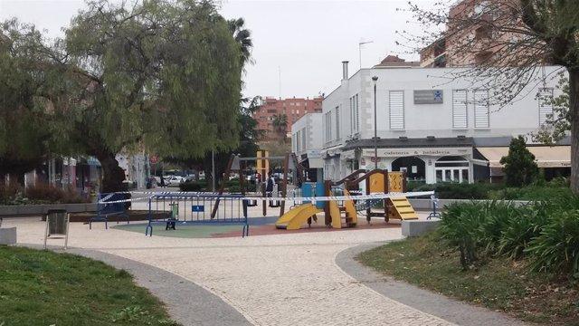 Parque infantil precintado en Badajoz