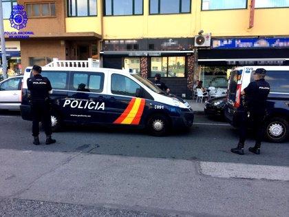 La Policía registra un local de hostelería de Nueva Montaña por consumo y venta de drogas