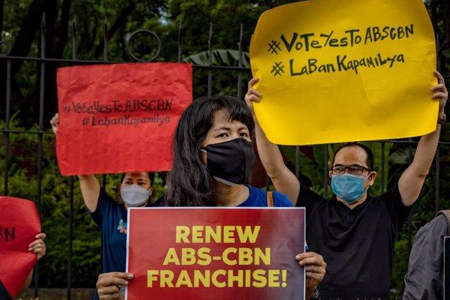 Protestas contra la suspensión de la cadena filipina ABS-CBN