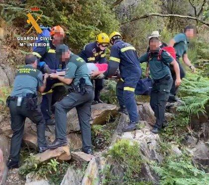 La Guardia Civil rescata a una mujer tras fracturarse la pierna mientras hacía senderismo en la Sierra de Gata