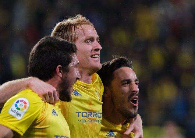 Jugadores del Cádiz en un partido contra el Almería de LaLiga SmartBank