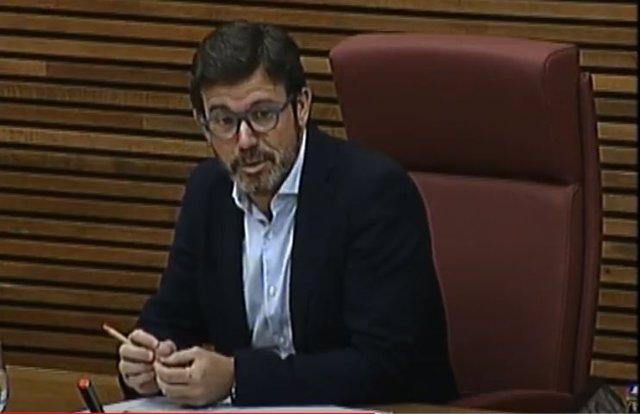 El presidente de Confecomerç, Rafael Torres en Les Corts Valencianes (foto de archivo)