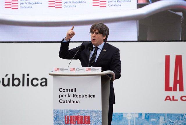L'expresident de la Generalitat Carles Puigdemont intervé en l'acte del Consell per la República a Perpinyà (França), 29 de febrer del 2020.