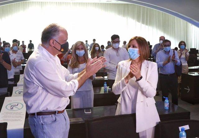 El vicepresidente del Grupo Popular Europeo, Esteban González Pons, junto a la portavoz municipal del PP en el Ayuntamiento de València, María José Català