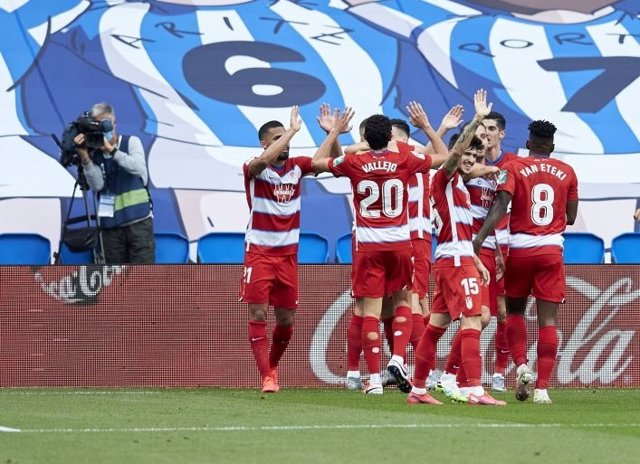 Fútbol/Primera.- El Granada noquea a la Real y se apunta a Europa