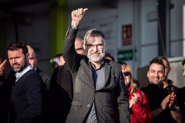 El president d'Òmnium Cultural, Jordi Cuixart, arriba a l'empresa Aranow (situada en el polígon de Sentmenat), de la qual és president i fundador, procedent de la presó barcelonina de Lledoners (on roman des de 16 d'octubre de 2017) amb un pe