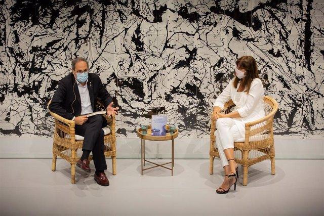 El president de la Generalitat, Quim Torra, i la portaveu parlamentària de Junts per Catalunya, Laura Borràs, durant la presentació del llibre escrit per aquesta 'El poder transformador de la lectura' a Barcelona, Catalunya, (Espanya), a 10 de juliol de 2