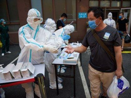 China confirma dos nuevos casos importados de coronavirus y mantiene estable el número de fallecidos