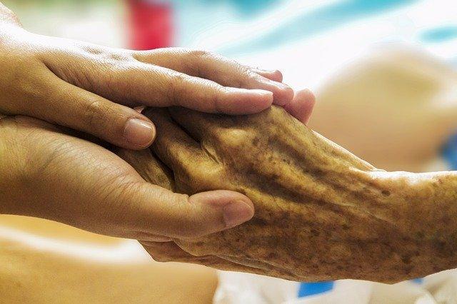 Manos, paciente de cuidados paliativos.