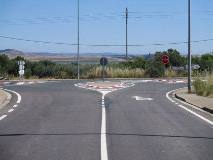 Completado el refuerzo del firme en la carretera LR-261 entre Agoncillo y Murillo de Río Leza