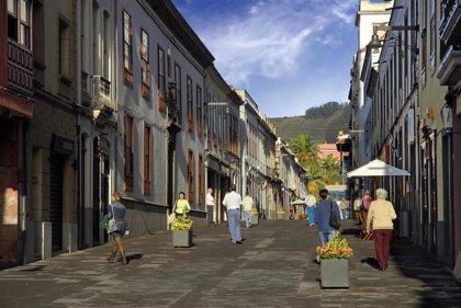 El Ayuntamiento de La Laguna repara el enlosado de las calles peatonales del casco histórico