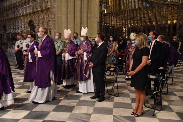 El arzobispo de Toledo, Francisco Cerro Chaves, celebra la misa funeral por las víctimas del coronavirus en la región.