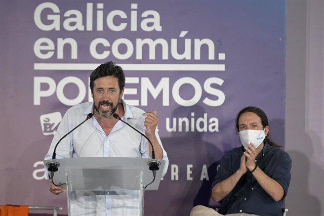 El secretario general de Podemos Galicia y candidato de Galicia en Común-Anova a la presidencia de la Xunta de Galicia, Antón Gómez-Reino, durante su intervención junto al secretario general de Podemos y vicepresidente segundo del Gobierno, Pablo Iglesias
