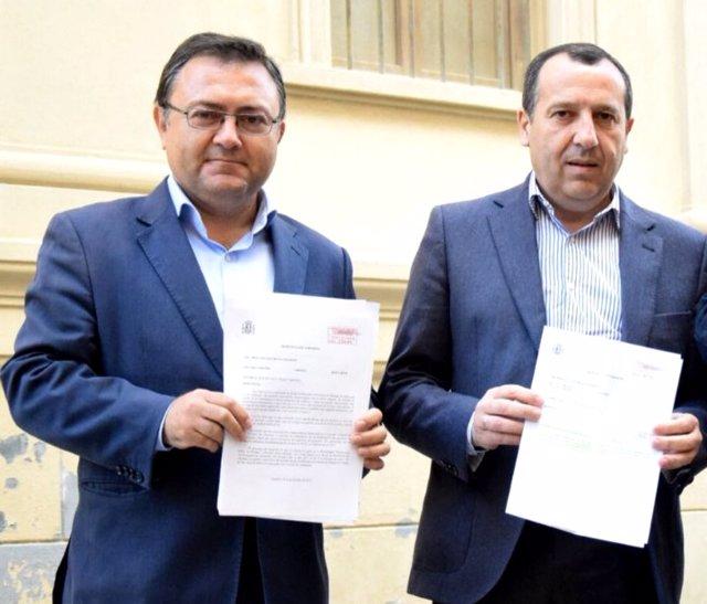 Los socialistas Miguel Angel Heredia y Jose Luis Ruiz Espejo.