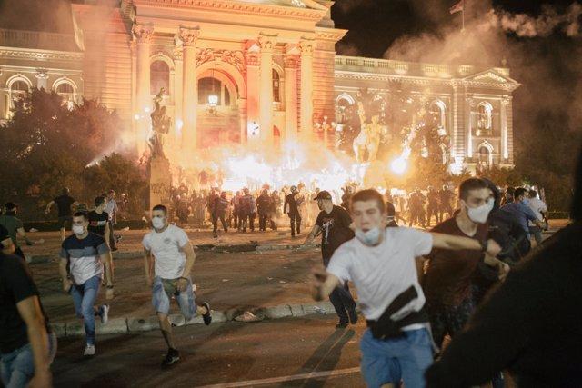 Protestas nocturnas en Belgrado